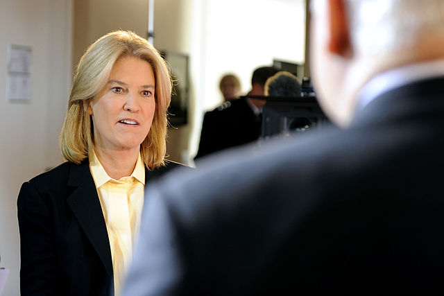 Former FOX News anchor Greta Van Susteren speaks with then-U.S. Secretary of Defense Robert Gates in 2010. Van Susteren announced Tuesday, September 7 that she is leaving the network.
