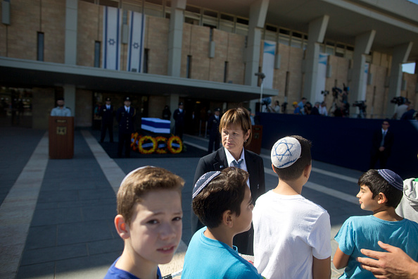 Israeli children  President passing the coffin of former Israeli President Shimon Peres at the Knesset, Israel's Parliament, on September 29 in Jerusalem, Israel.