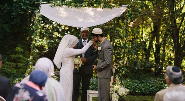 A Jewish-Muslim wedding takes place in May 2013.