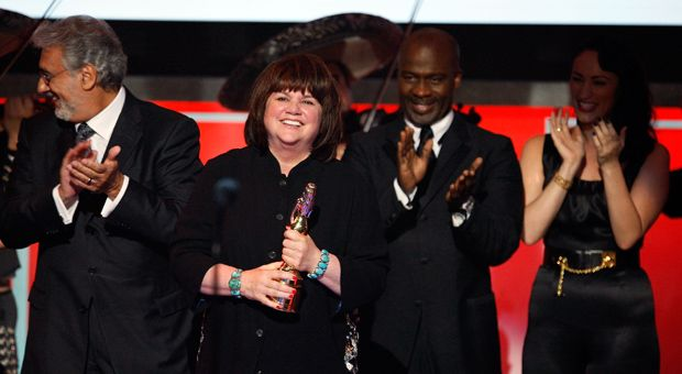 Singer Linda Ronstadt accepts the Trailblazer award onstage during the 2008 ALMA Awards at the Pasadena Civic Auditorium on August 17, 2008 in Pasadena, California.