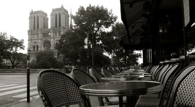 Paris cafe, in the shadow of Notre Dame